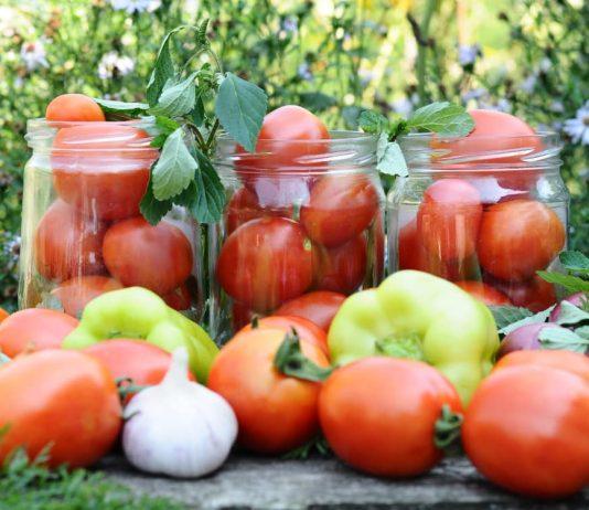 Хранение томатов в банке