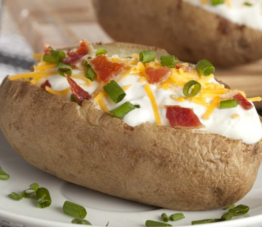 Картофельные кораблики могут быть с любой начинкой, которая вам нравится