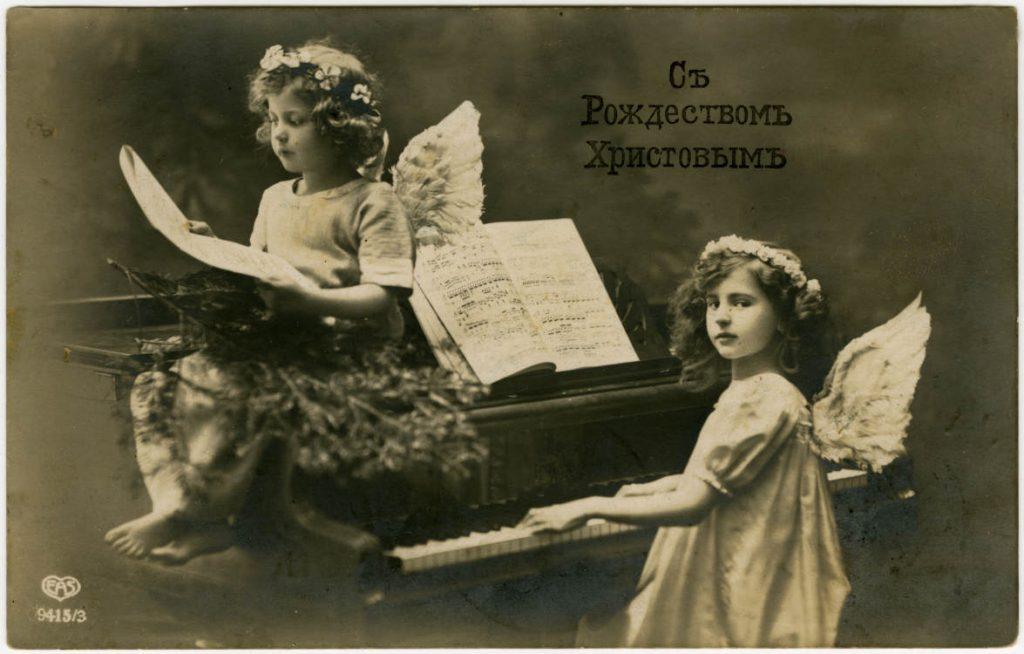 Прошлое, настоящее и будущее в новогодних открытках