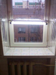 Окно со светильником на 36 Вт с регулируемой высотой подвеса.