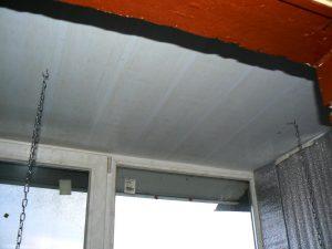 Потолок с крючками для светильника