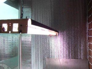 Отражающий утеплитель на лоджии и светильник