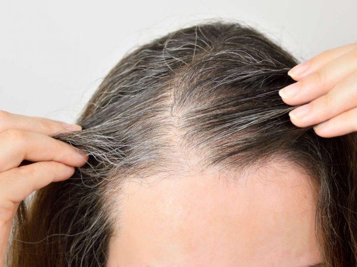 Почему седеют волосы и как замедлить этот процесс